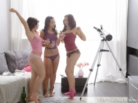 Nicole and her two friends end up having some hot lesbian action