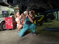 Mechanic polishes beautiful babe's face with fresh sperm