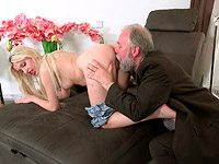 Ellen Jess : Cute young blonde has a thing for older men : sex scene #4