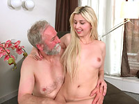 Ellen Jess : Cute young blonde has a thing for older men : sex scene #13