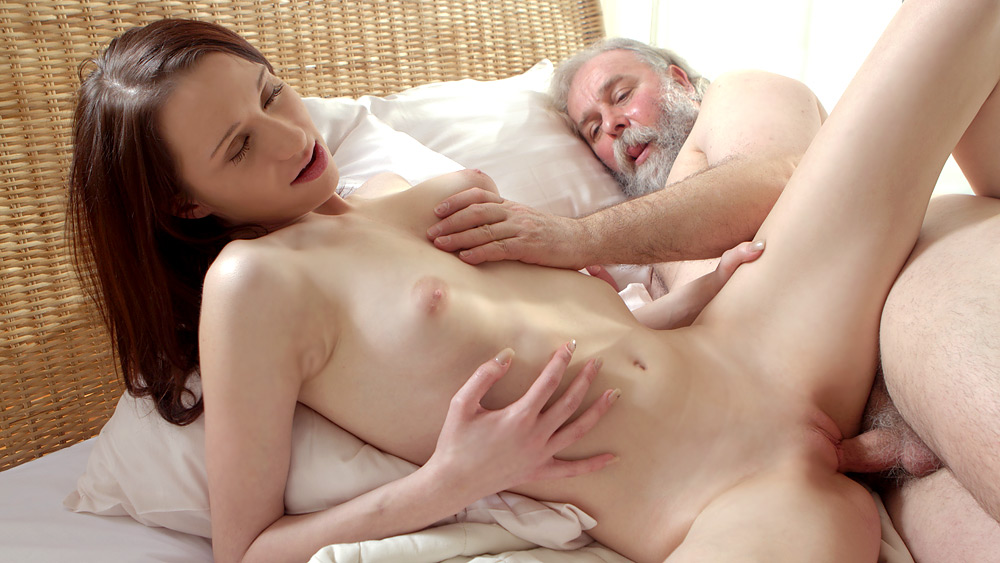 18 virgin sex bearded lad prepares blonde pussy with cunni 5