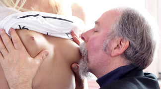 Man kissing tits