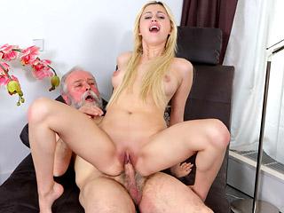 Blonde mature sex pictures